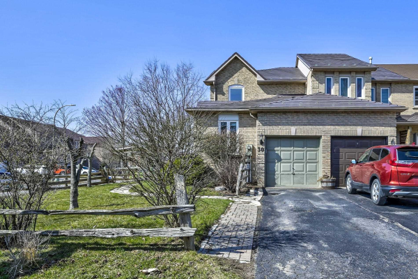 30 Pinebrook Cres, Whitby