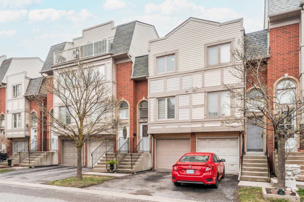 1635 Pickering Pkwy, Pickering