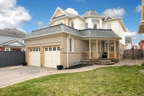 28 Virginia Dr, Whitby