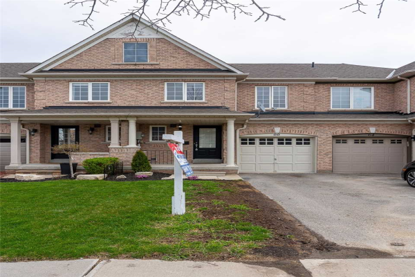 66 Tincomb Cres, Whitby