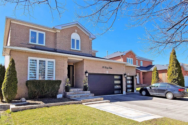 20 Lacey Dr, Whitby