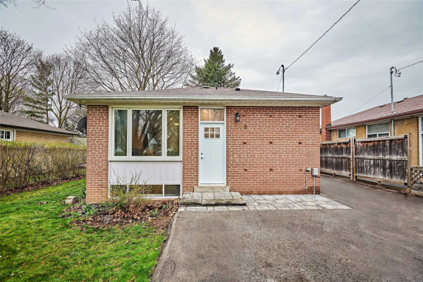 1008 Centre St, Whitby