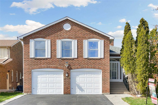 673 Chiron Cres, Pickering