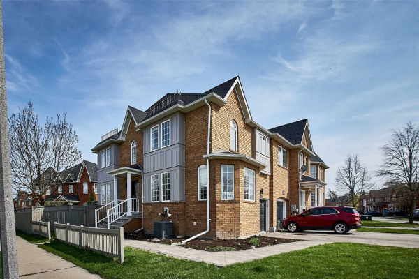 80 Stokely Cres, Whitby
