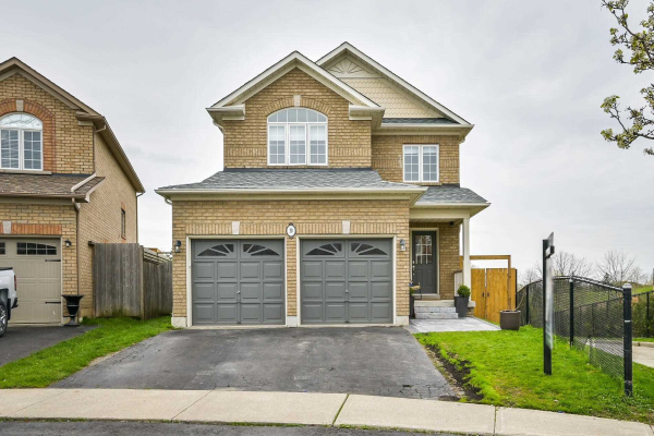 30 Fitzpatrick Crt, Whitby