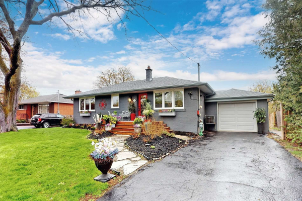 51 Montgomery Ave, Whitby