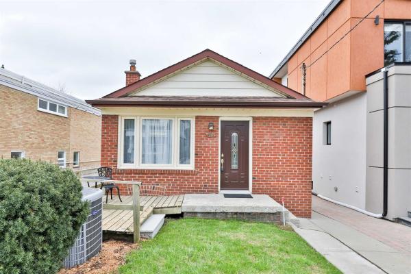 973 Cosburn Ave, Toronto
