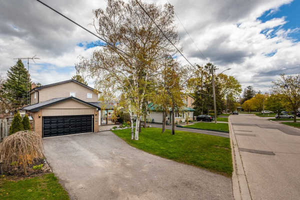 693 Hillview Cres, Pickering