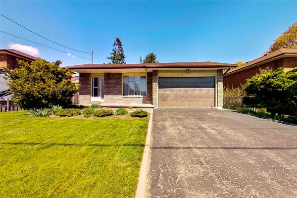 109 Thickson Rd S, Whitby