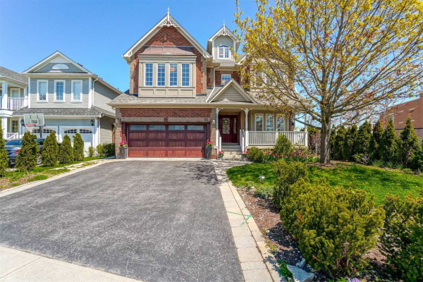 31 Selkirk Dr, Whitby