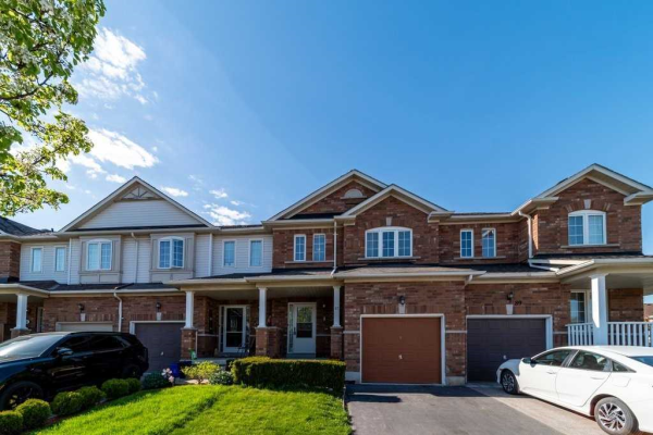 87 Presley Cres, Whitby