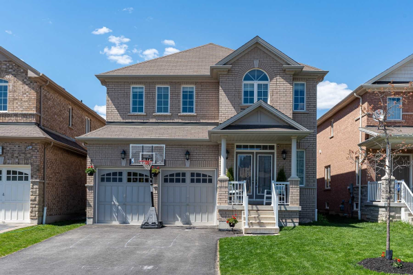 26 Roma Dr, Whitby