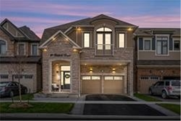 18 Westfield Dr, Whitby