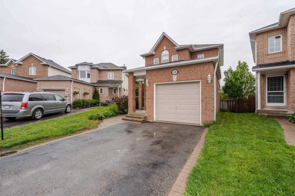 48 Steele Valley Crt, Whitby