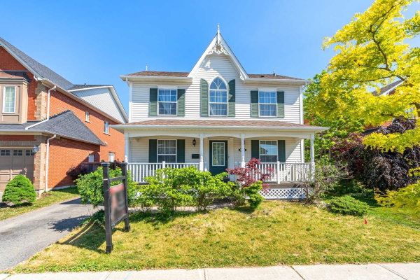 108 Carnwith Dr E, Whitby