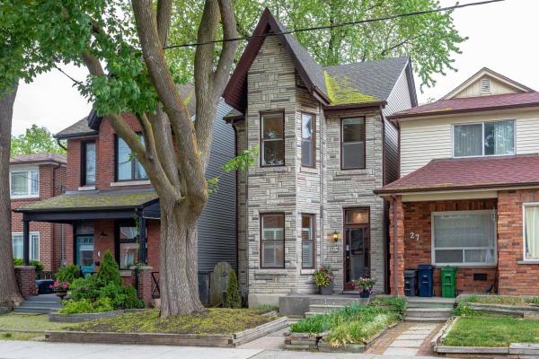 29 Kelvin Ave, Toronto