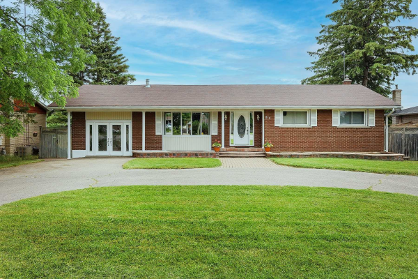 89 Thickson Rd N, Whitby