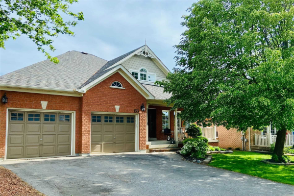 133 Carnwith Dr E, Whitby