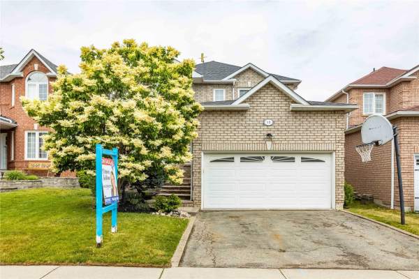 12 Parnell Cres, Whitby