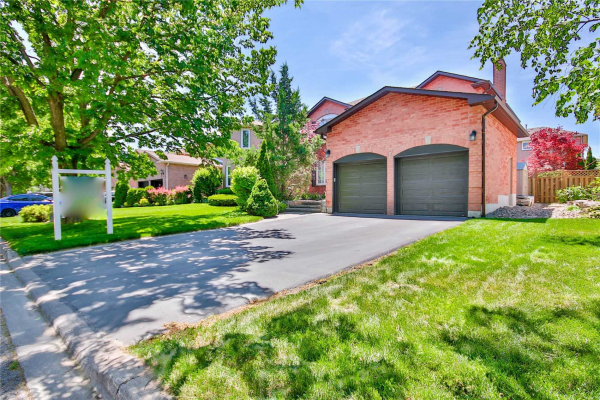 8 Withay Dr, Ajax