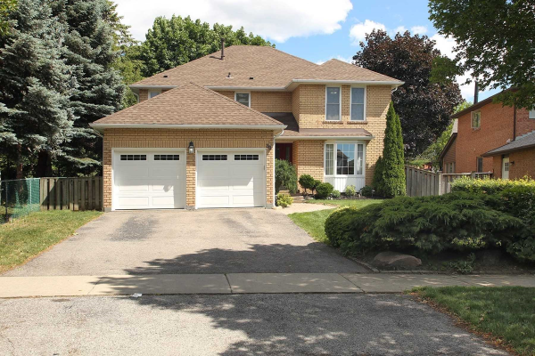 38 Maplewood Dr, Whitby