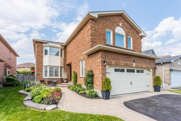 6 Winterberry Dr, Whitby