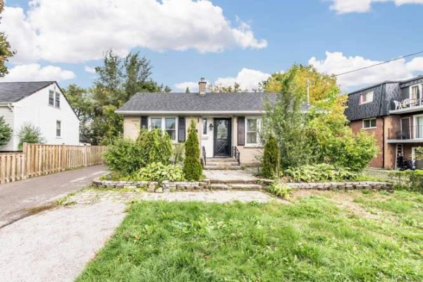 544 Mary (Lower Level) St, Whitby