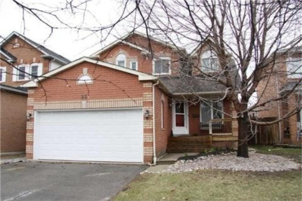 95 Harkness Dr, Whitby
