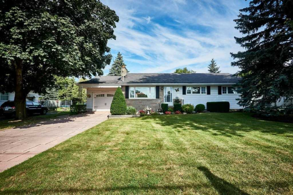 150 Winchester Rd E, Whitby
