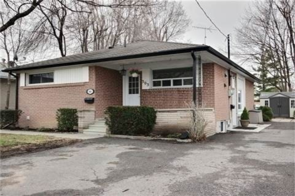 303 Rossland Rd W, Whitby