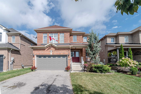 4 Harkness Dr, Whitby