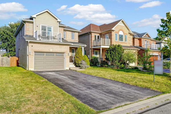 35 Four Winds Dr, Whitby