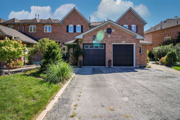 31 Woodward Dr, Whitby
