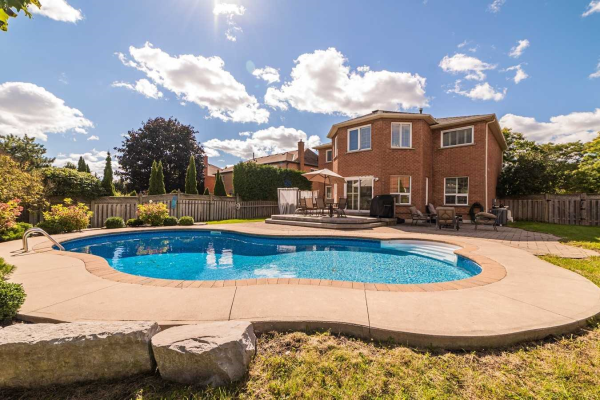 22 Woodhaven Cres, Whitby