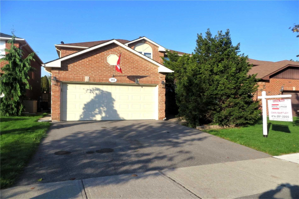 213 Hoover Dr, Pickering