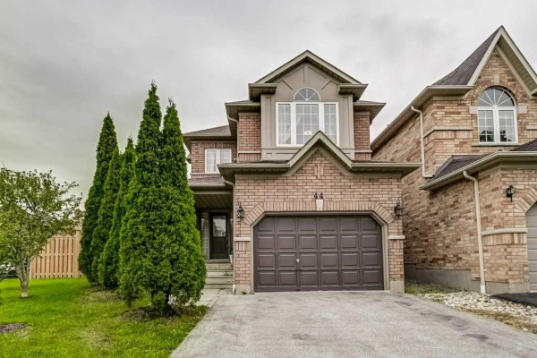 44 Castle Green Dr, Whitby
