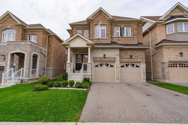 64 Promenade Dr, Whitby