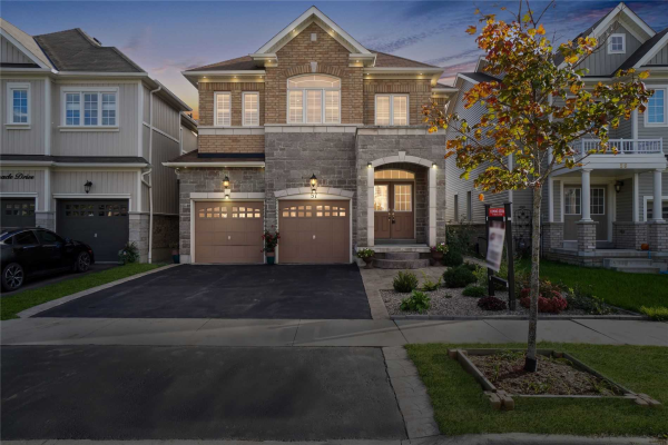57 Promenade Dr, Whitby