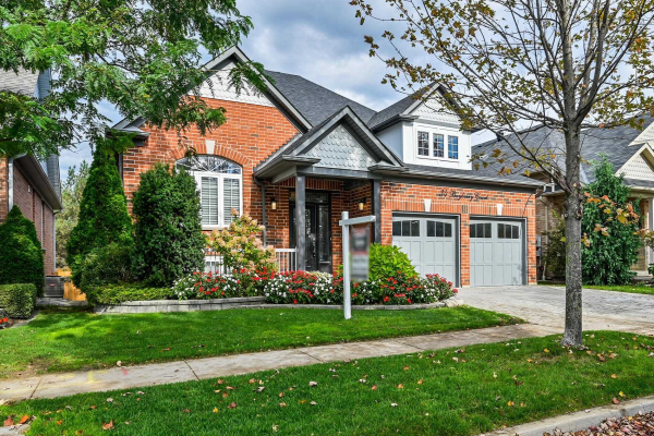 34 Bayberry Crt, Whitby