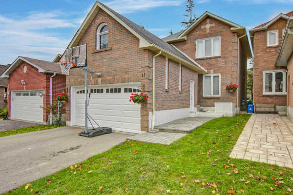 11 Fothergill Crt, Whitby