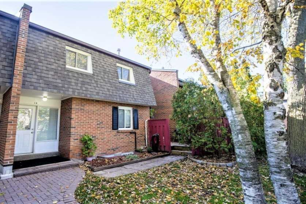 105 Dovedale Dr, Whitby