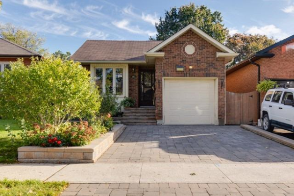 135 Ribblesdale Dr, Whitby