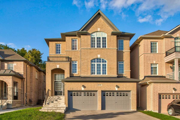 208 Hunting Ridges Dr, Richmond Hill