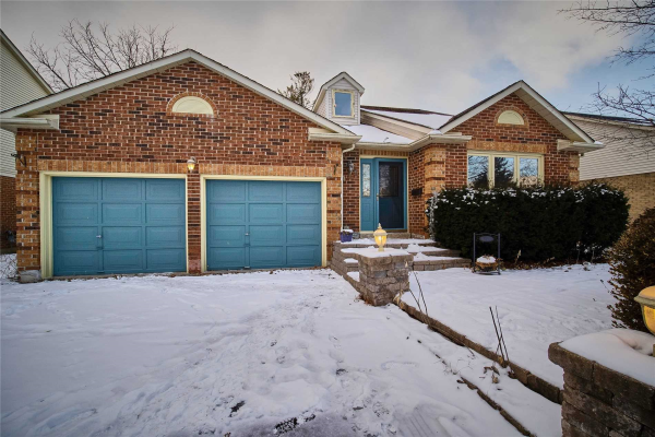412 Mathews Crt, Newmarket