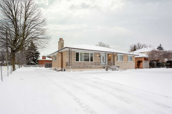 162 Simcoe Rd, Bradford West Gwillimbury