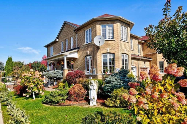 2 Rideau Dr, Richmond Hill
