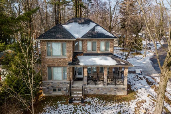 724 Lakelands Ave, Innisfil