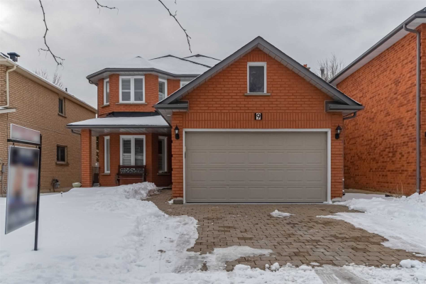 9 Loyal Blue Cres, Richmond Hill
