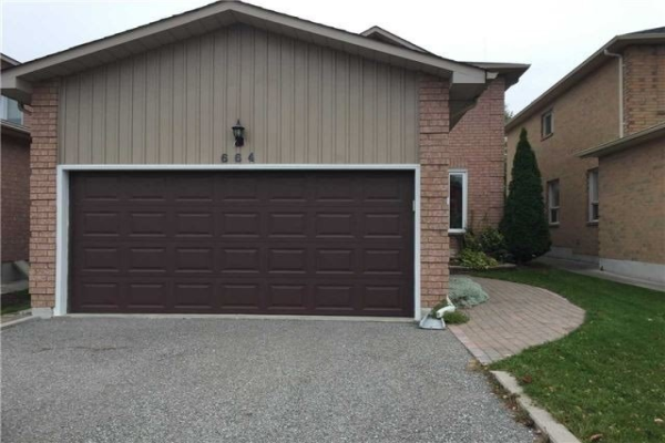 664 College Manor Dr, Newmarket