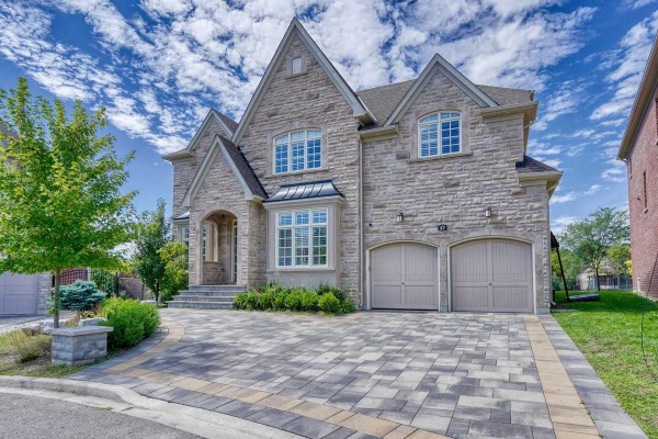 37 Royal West Rd, Markham